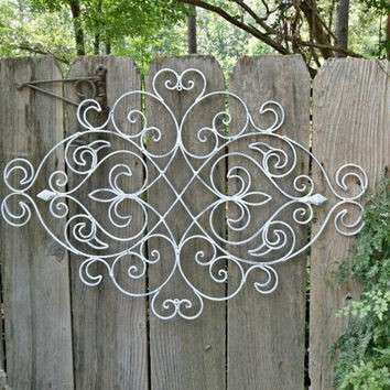 White Shabby Chic Metal Wall Decor Fleur from
