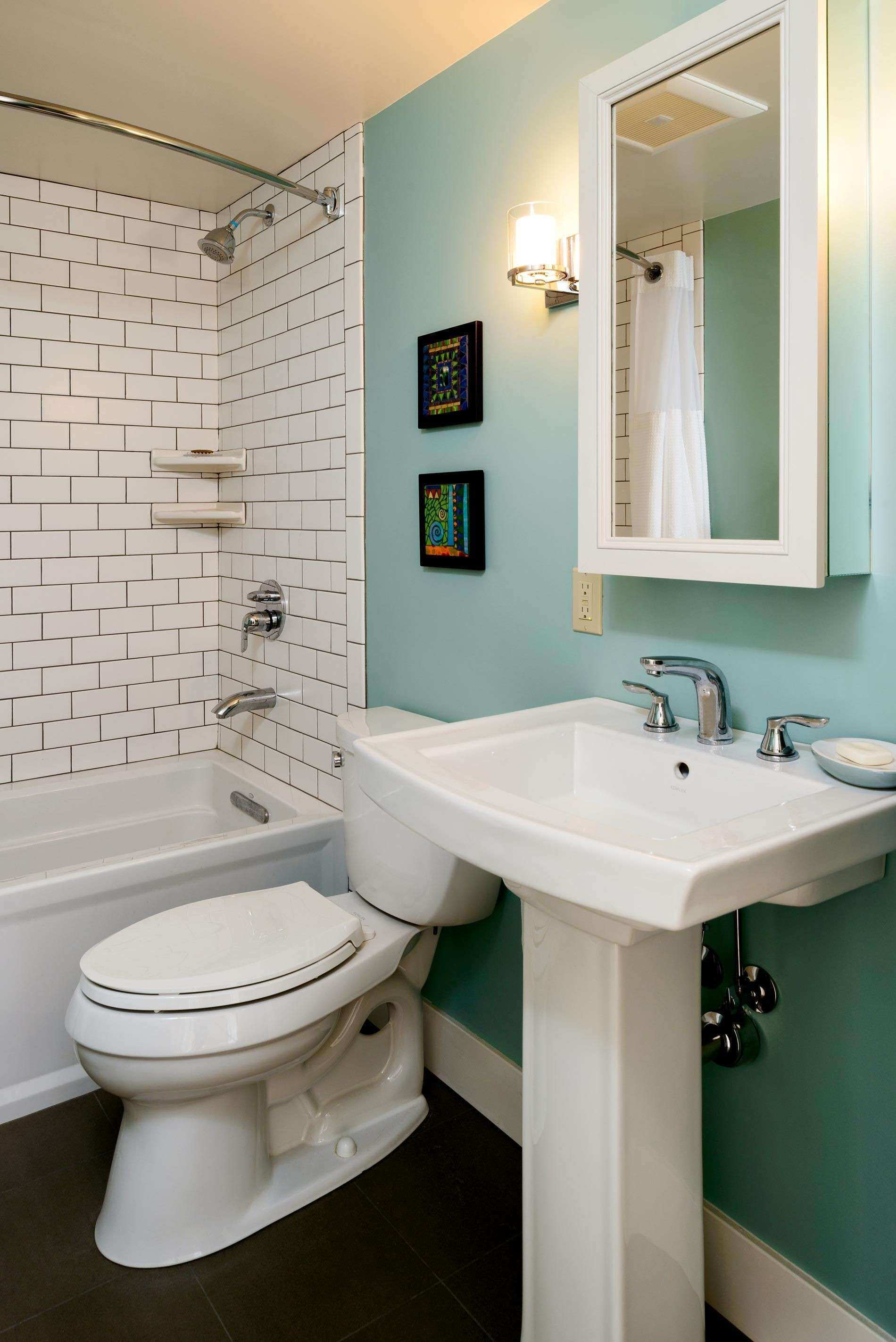 Pictures for Bathrooms Walls Inspirational Bathroom Remodel Retro ...
