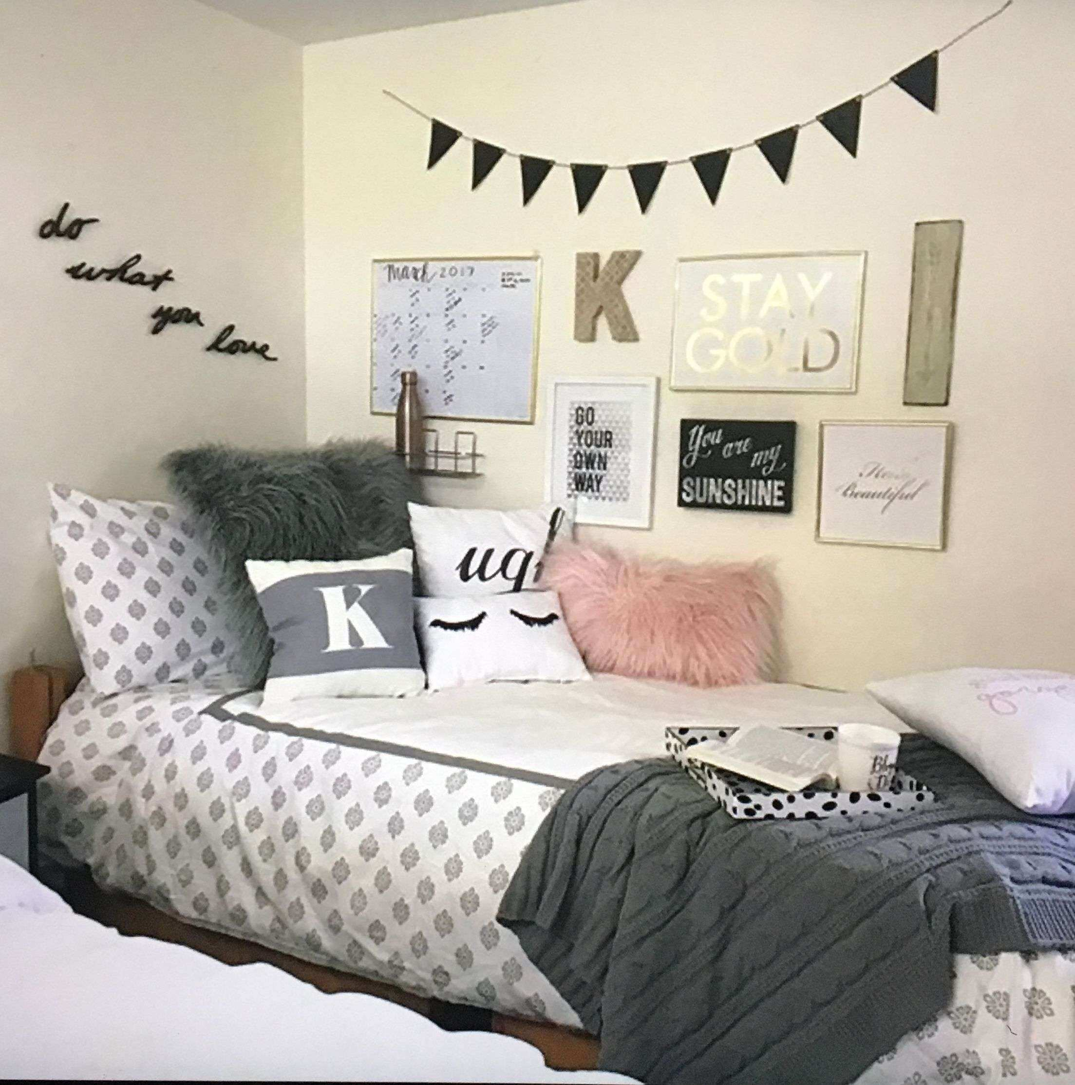 38 Best Wall Decor for Dorm