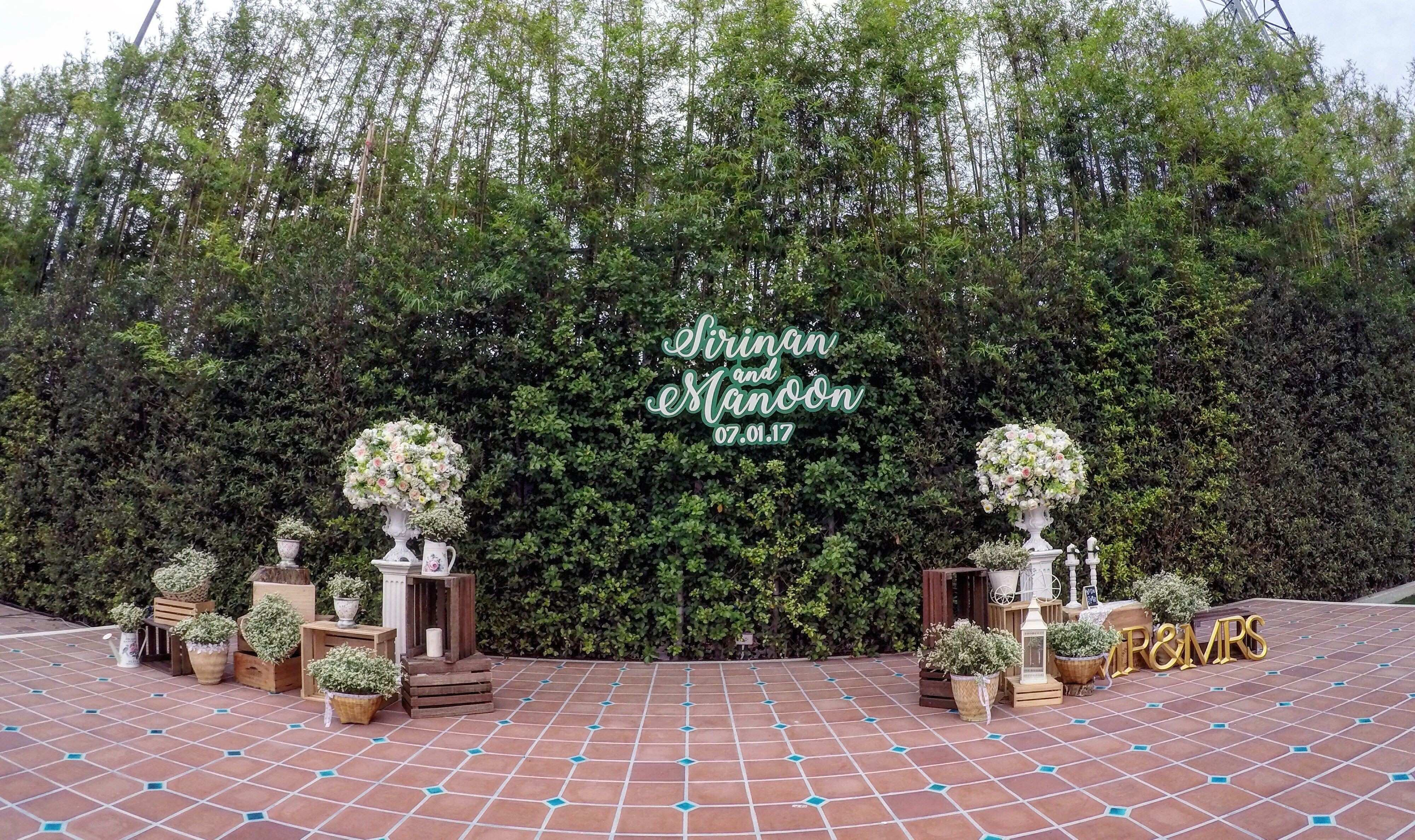 Rustic Decoration with the bamboo wall at Buddy Garden