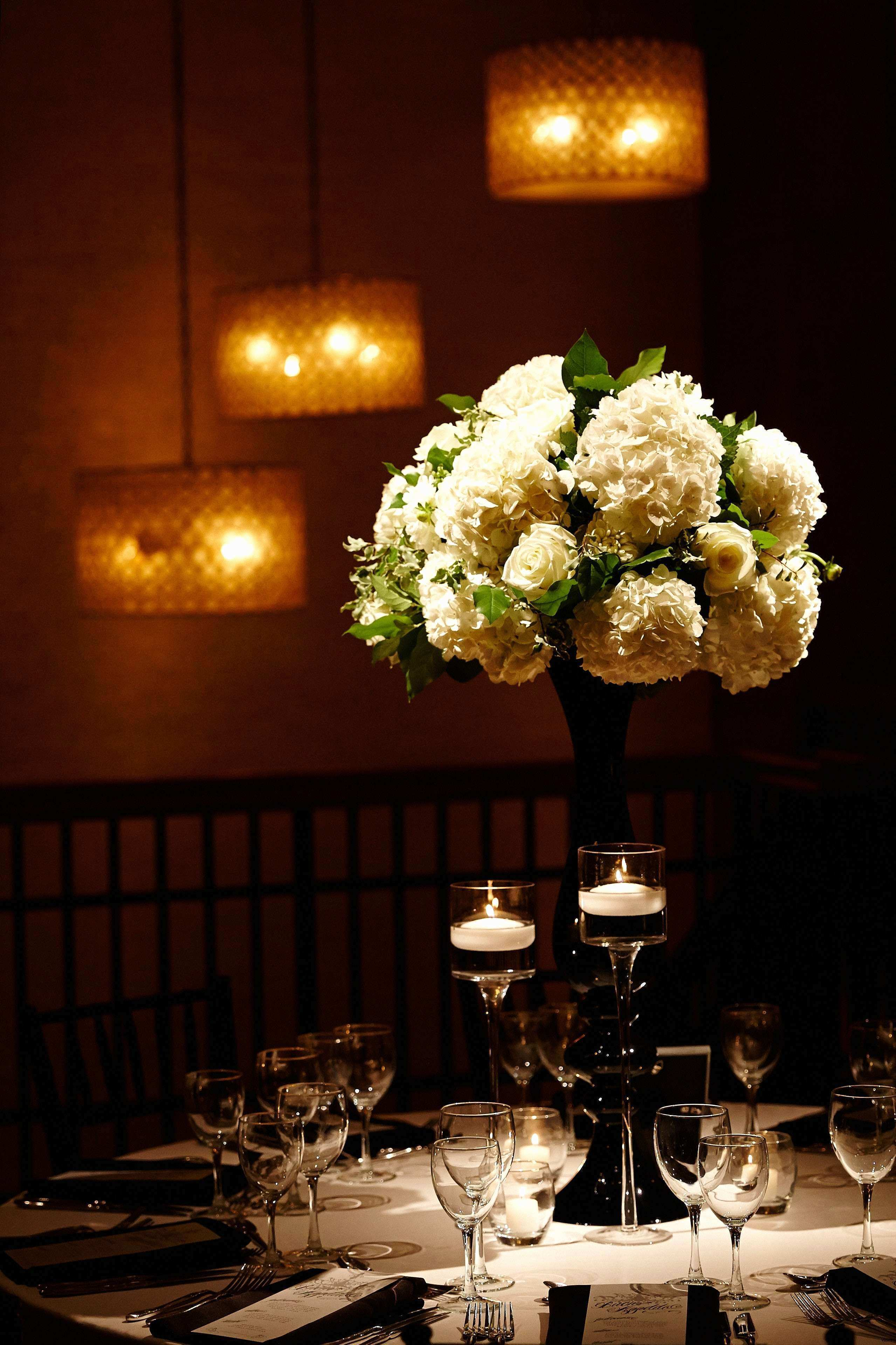 23 New White and Gold Table Decorations