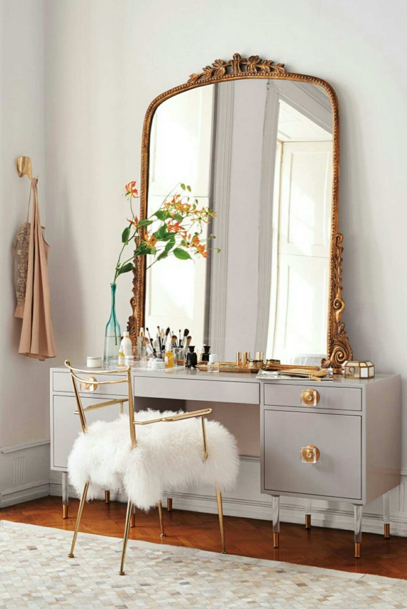 Vanity French large mirror furry chair