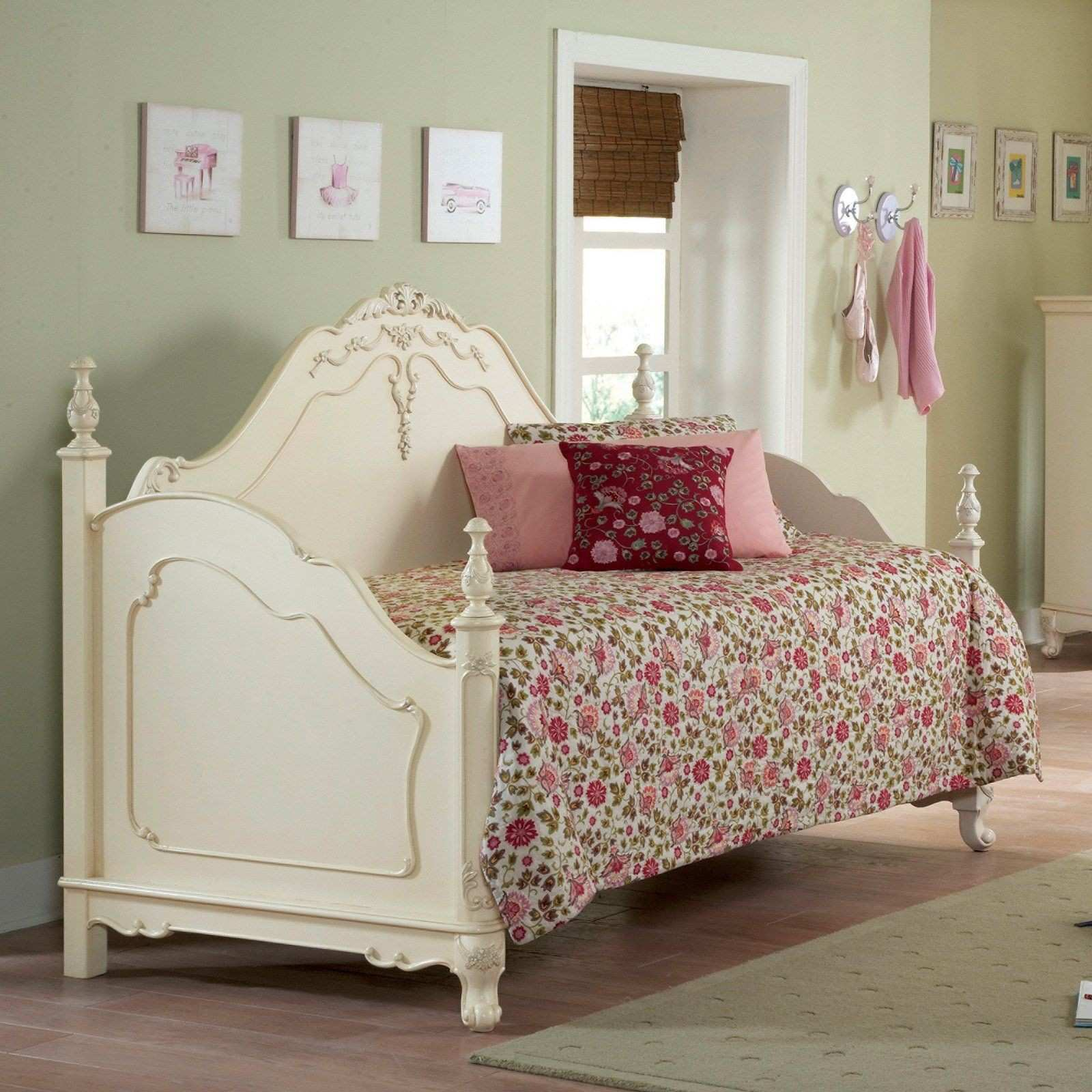 Super cute victorian cottage style daybed for little girl s room