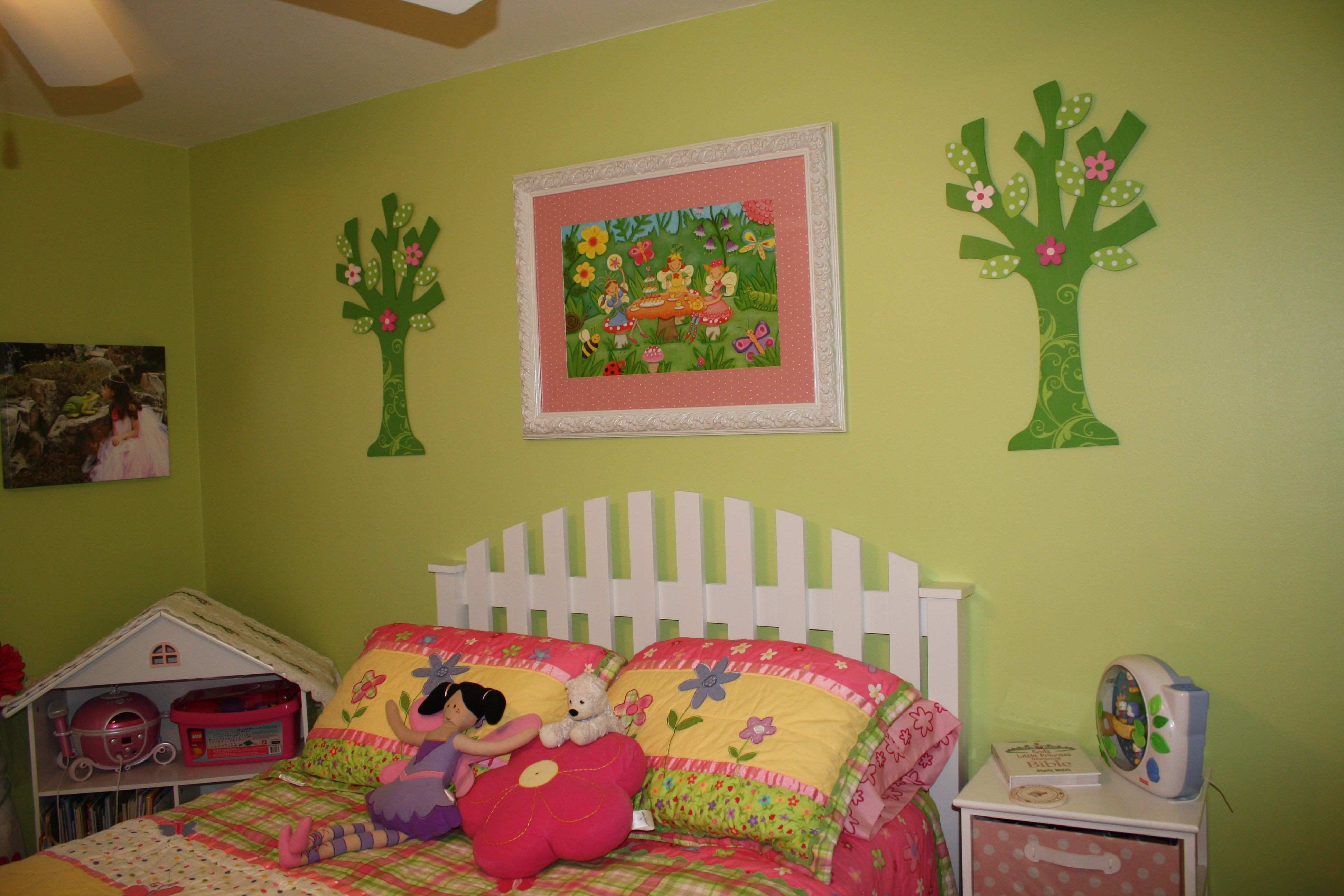 My daughter s new bedroom custom picket fence headboard picture