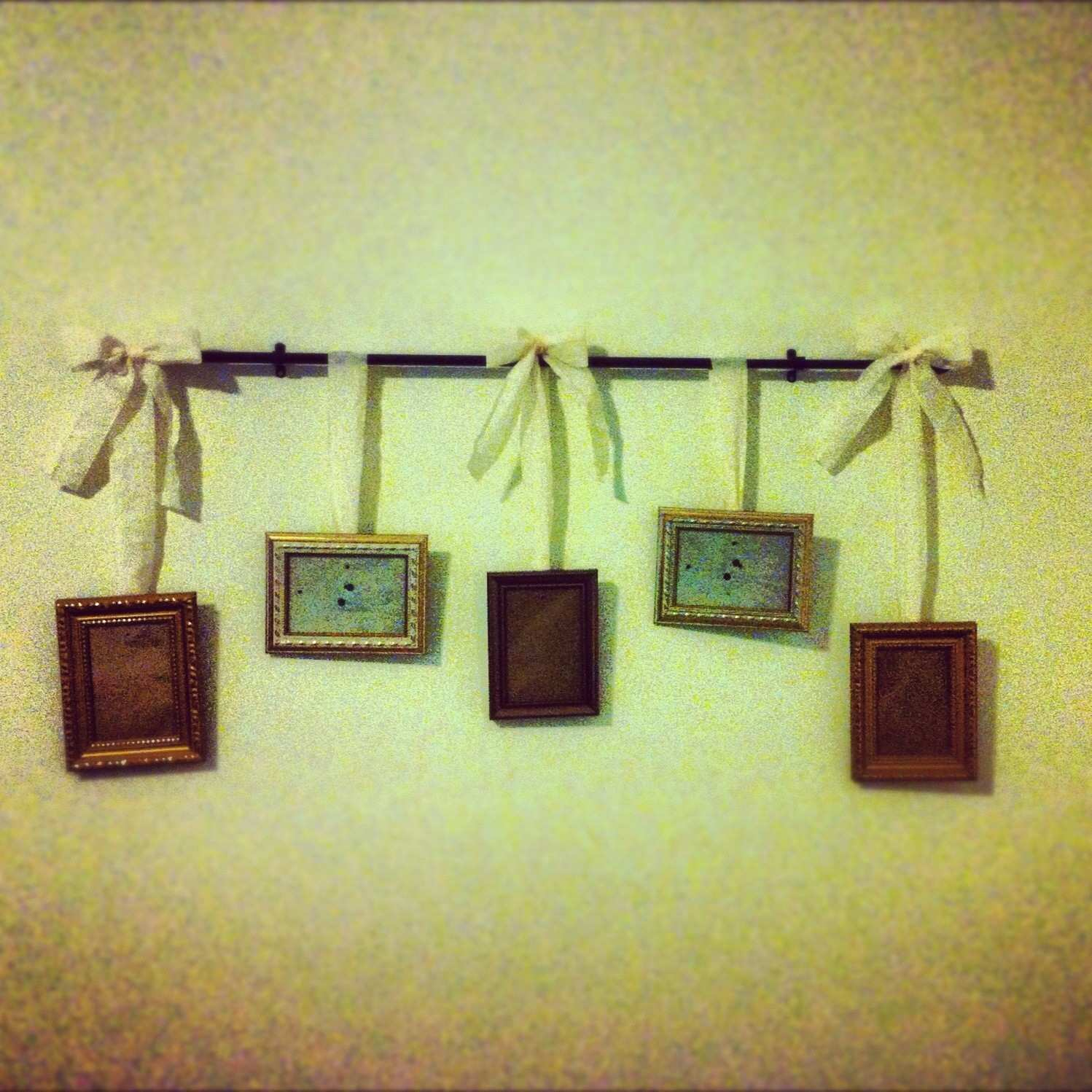 Awesome Ideas for Hanging Wall without Frames