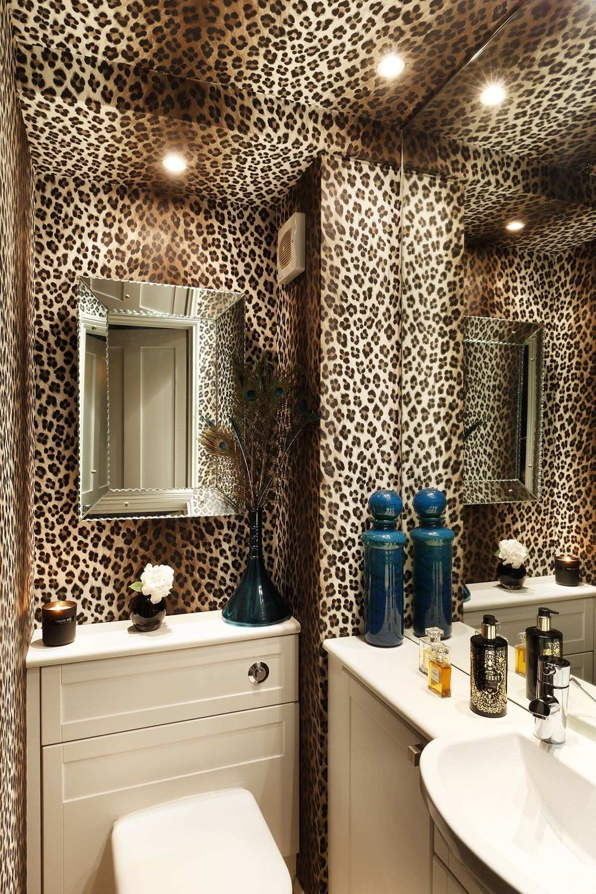 The gold and brown colours in the leopard print wallpaper are