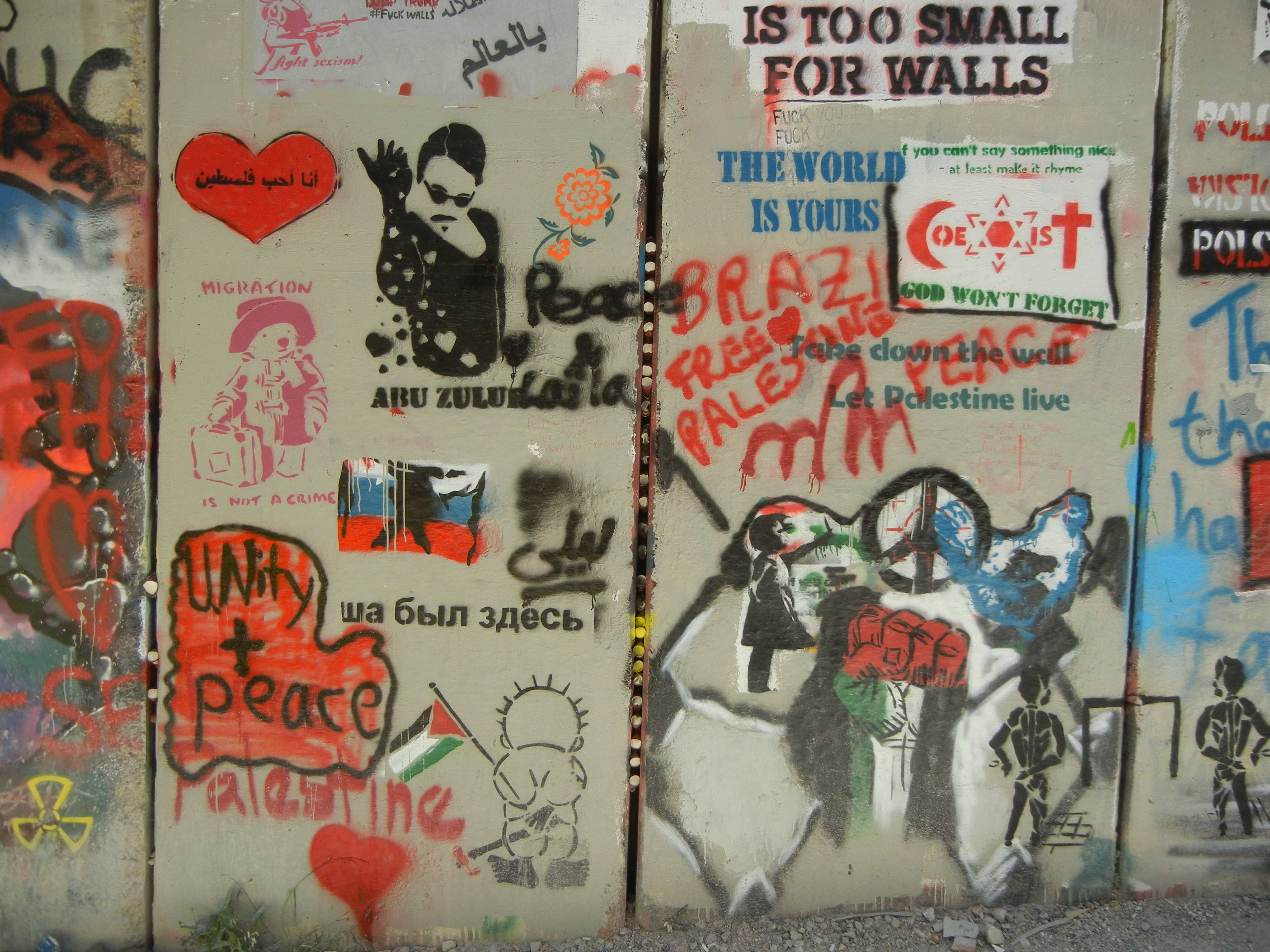 File The segregation wall in front of the walled off hotel 1