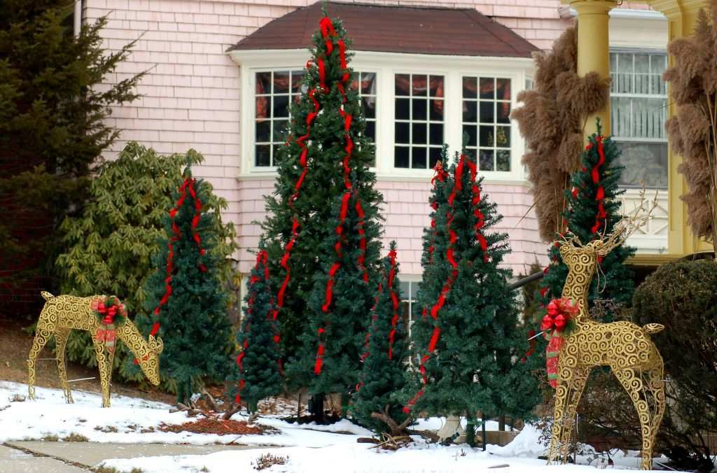 Outdoor Wall Christmas Decorations Beautiful 25 Outdoor Christmas ...