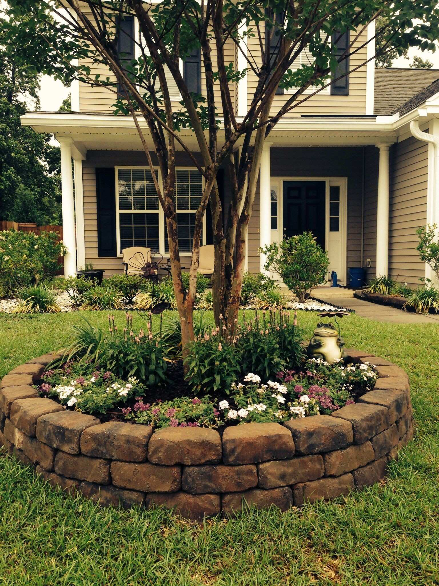 Front yard landscape project good idea to add some pizzazz around