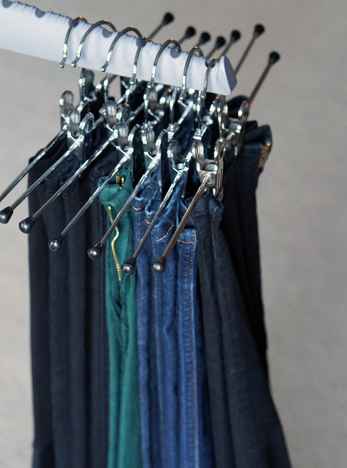 9 INEXPENSIVE WAYS TO ORGANIZE & CARE FOR YOUR CLOTHES