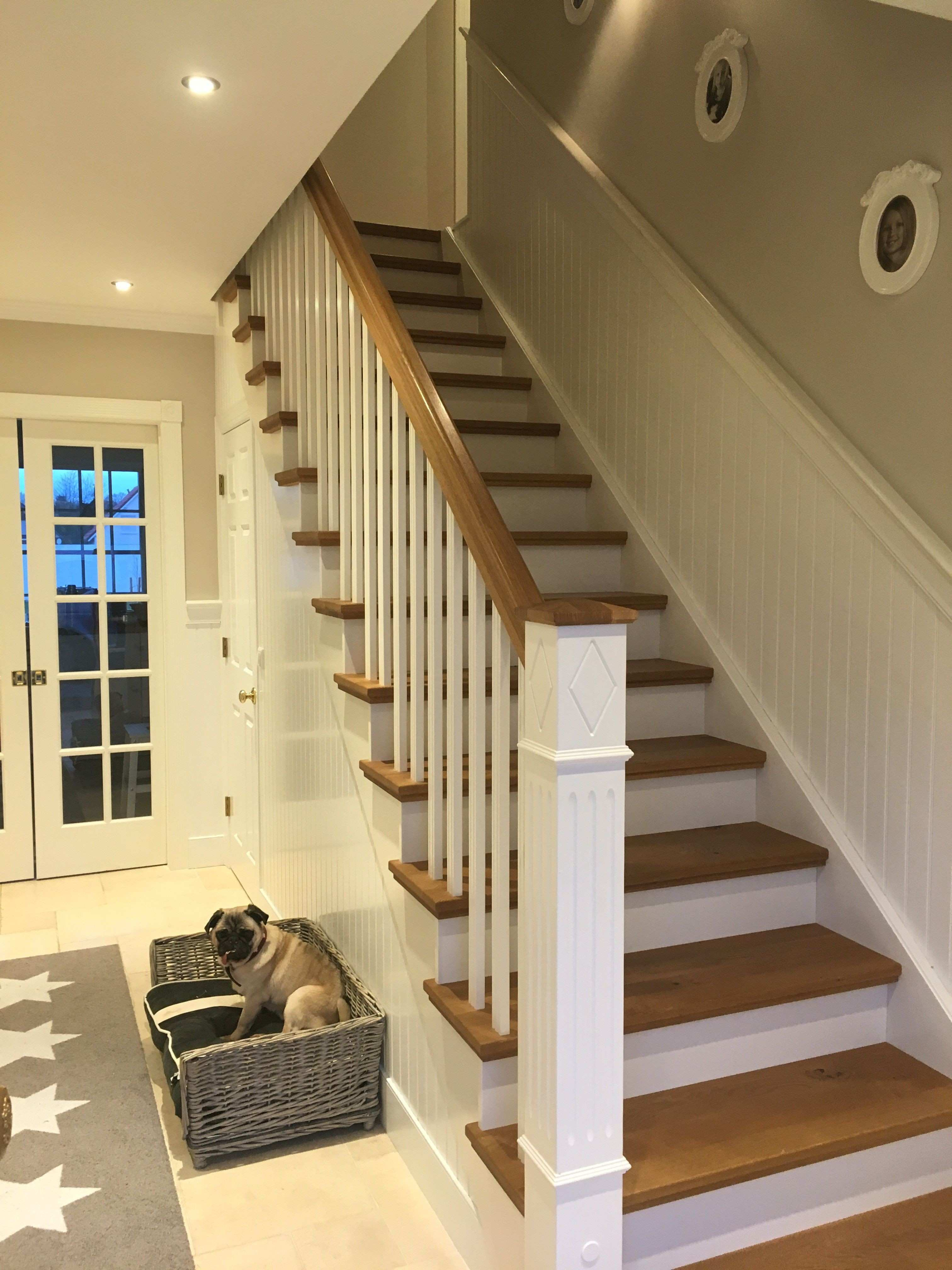 Pictures On Staircase Wall Inspirational Wainscoting Staircase Wall  Inspirational Usa Eingangsbereich