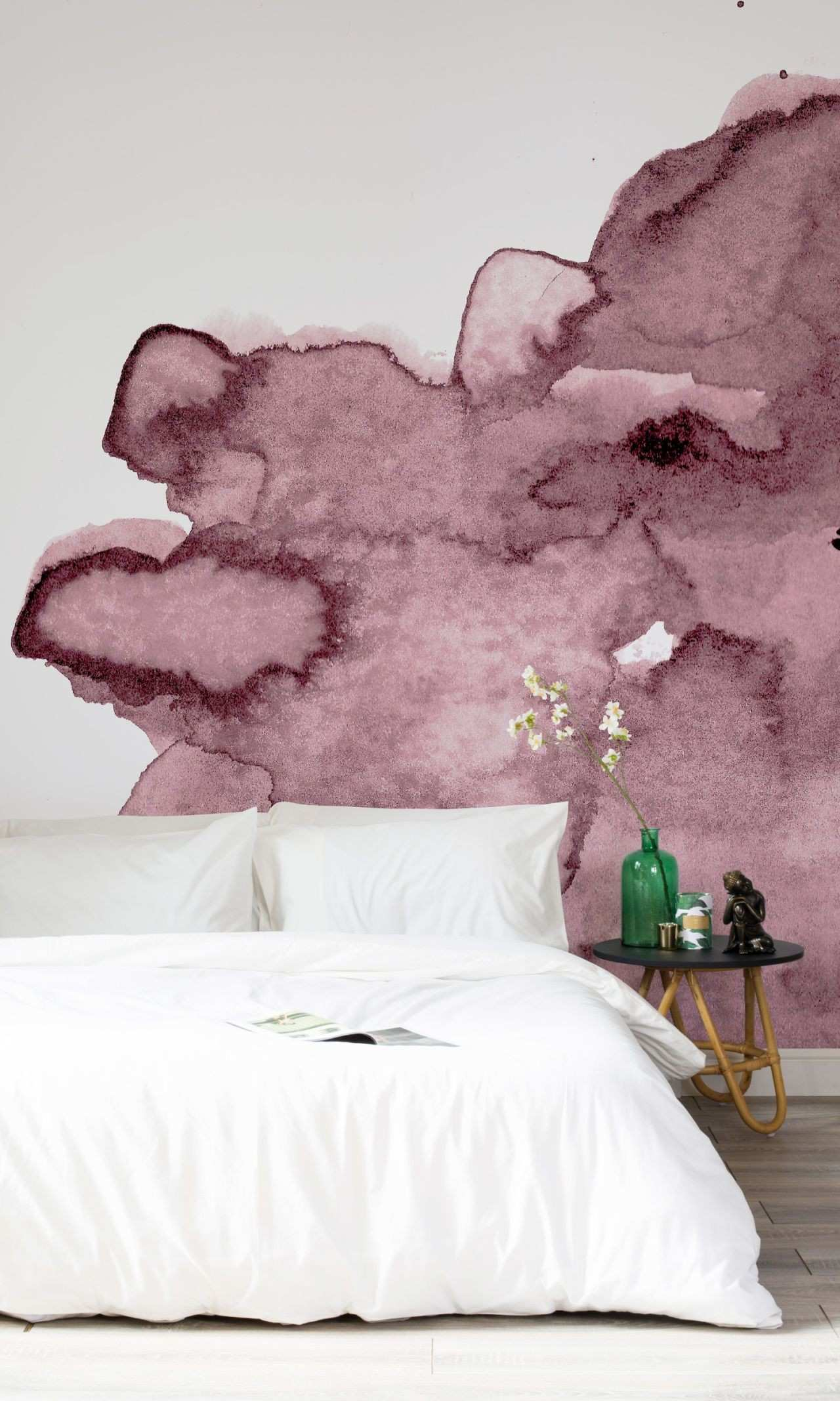 Stylish purple wallpapers for your home
