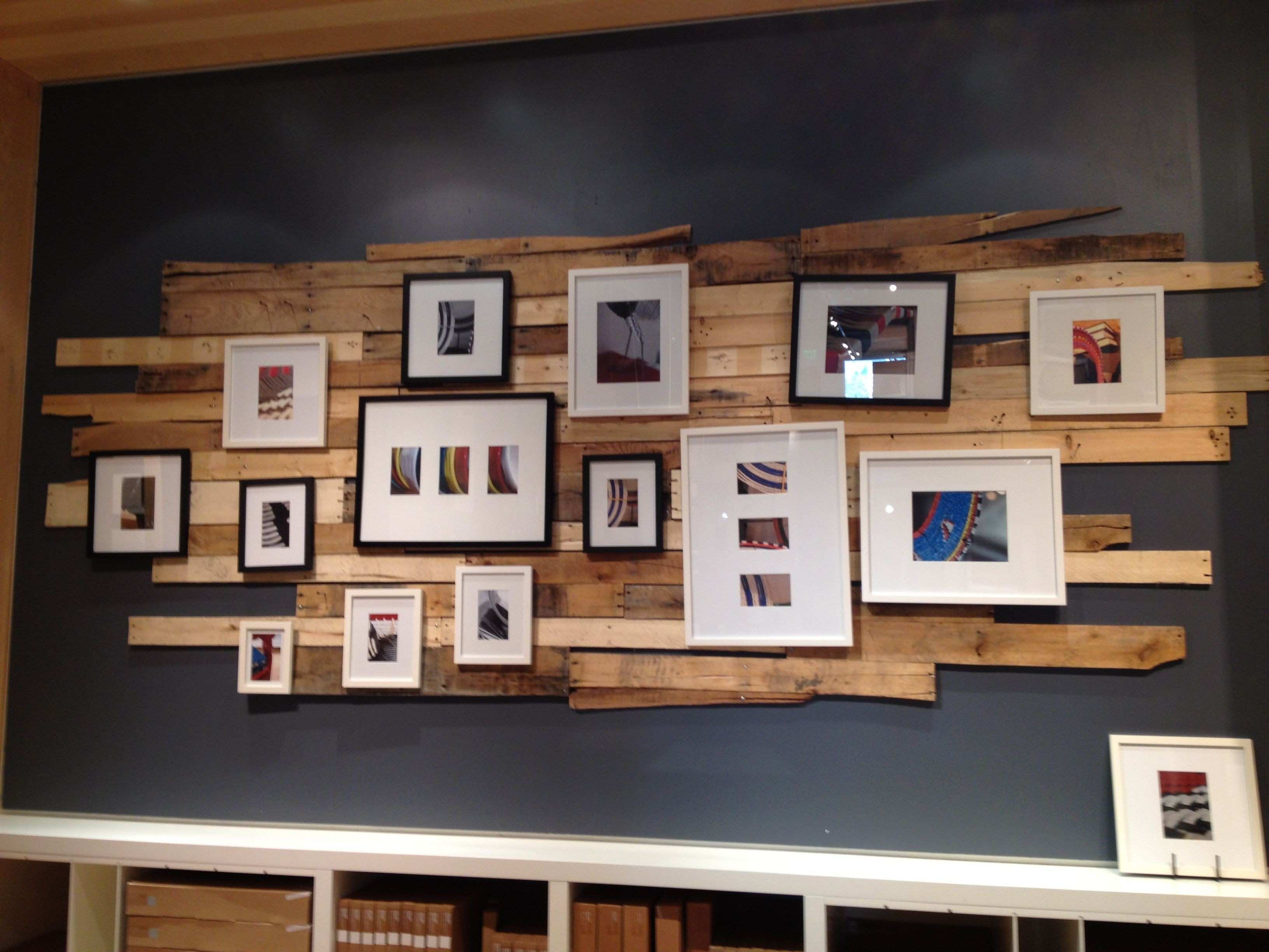 Wall Decor Plus More Employees At Work In The Shop 13 S Home Design