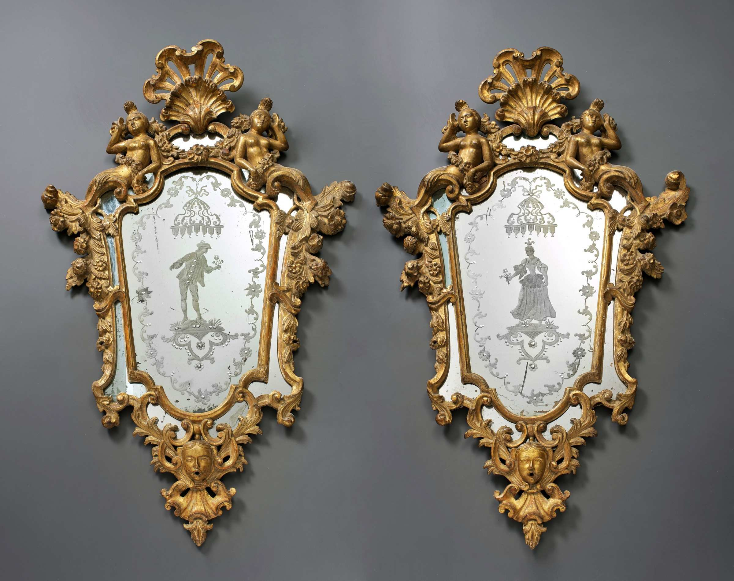 Unknown A pair of Venetian Rococo engraved mirrors in frames