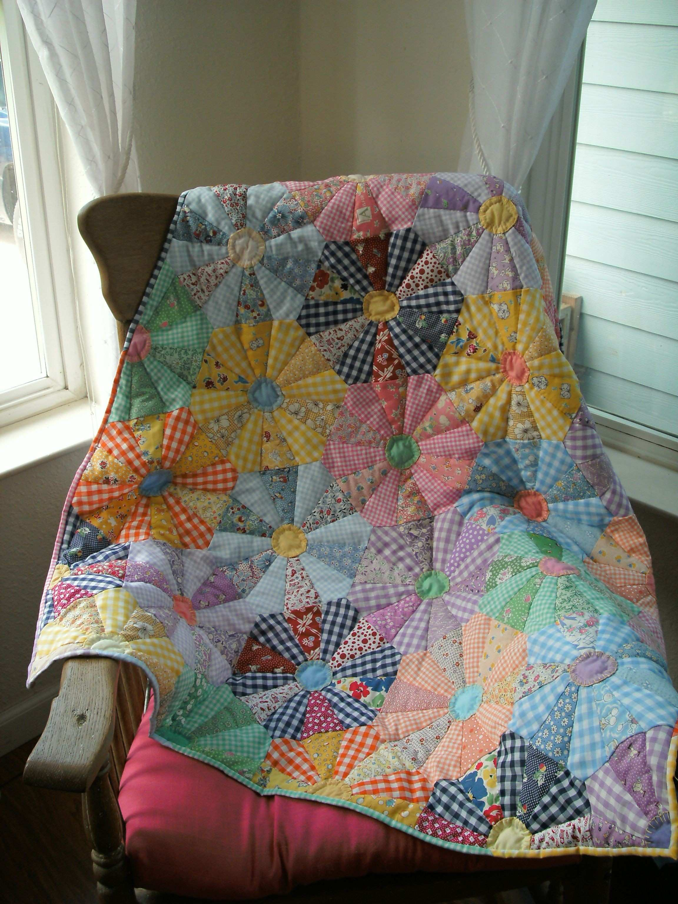 My version of Mary Mashuta s Check Wagon Wheel quilt It s from her