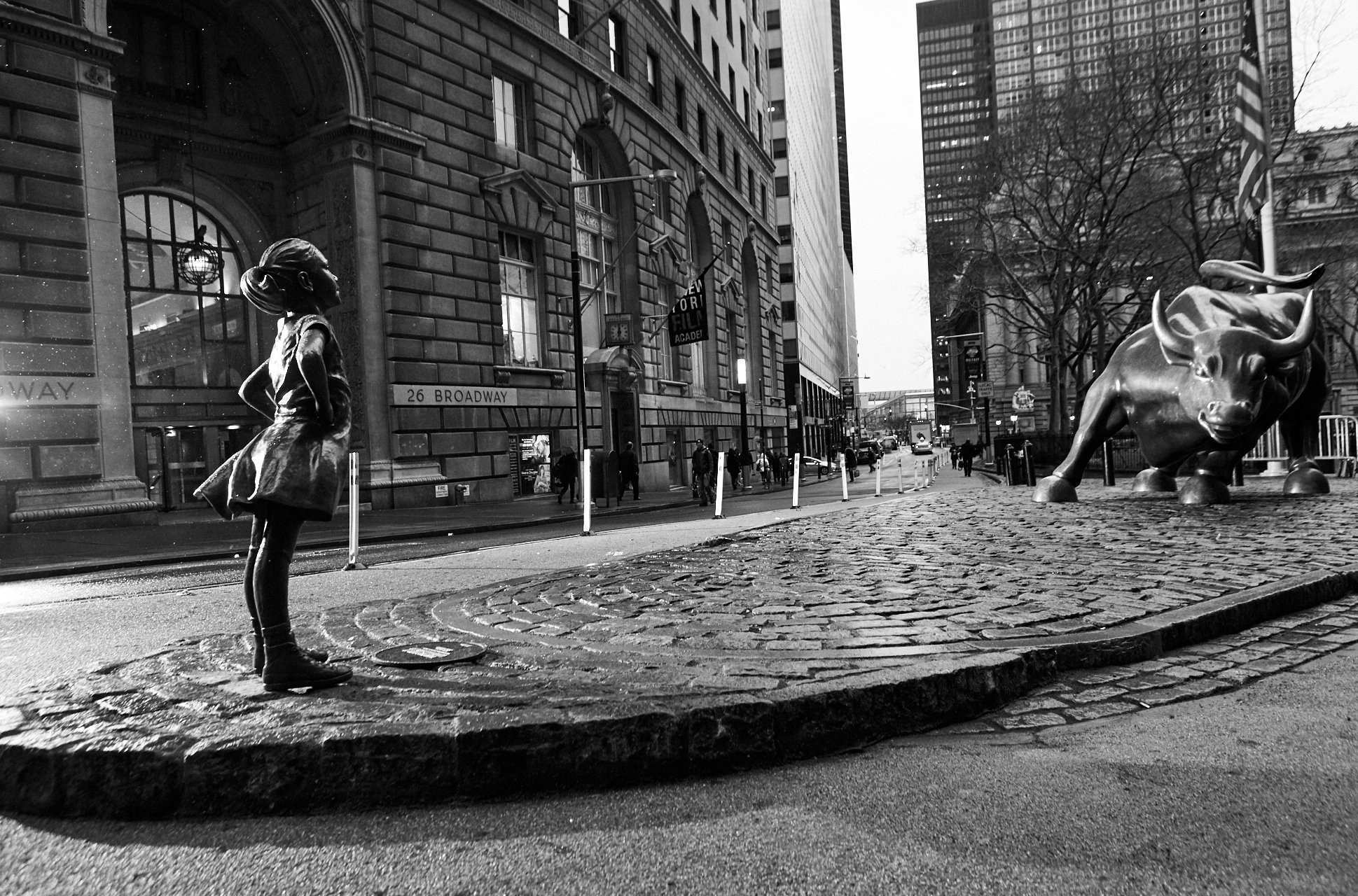 A $2 5 trillion asset manager just put a statue of a defiant girl in