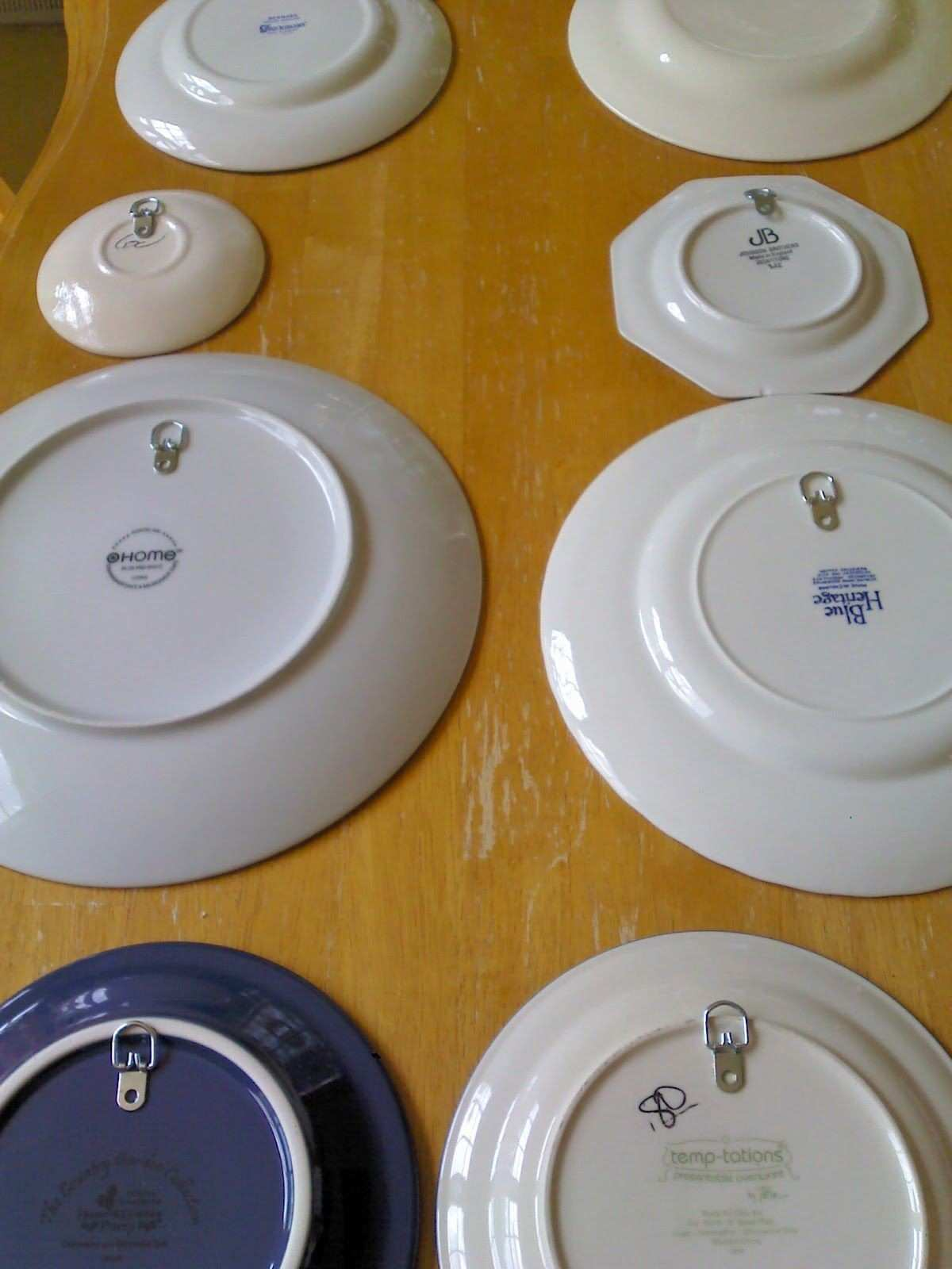 How to Decorate with Plates on a Wall Pinterest